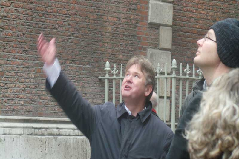 Richard Jones guiding a Harry Potter Tour in London.